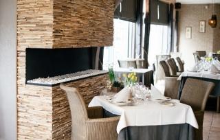 holzwaende-teakholz-skin-small-restaurant (3)