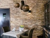teakyourwall-holzpaneele-skin-small-restaurant (4)