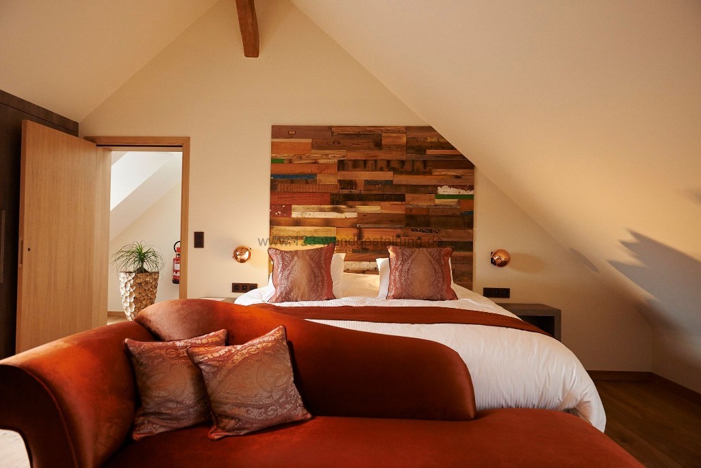 Bettrückwände und Holzwände selber gestalten mit Holzpaneelen