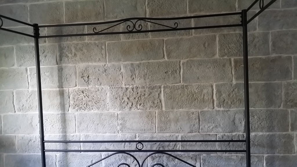 Mostar - Eine Burgsteinwand im Schlafzimmer