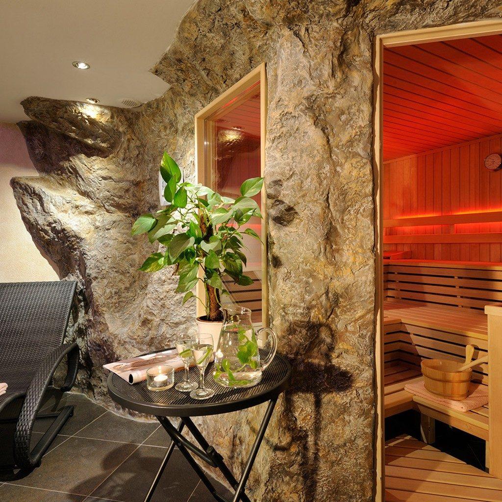 wandgestaltung-steinwaende-kunstfelsen