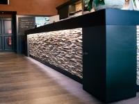 holzwand-wandgestaltung-skin-small-cafe (1)