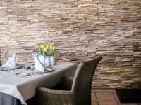 teakyourwall-holzpaneele-skin-small-restaurant (5)