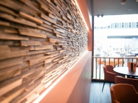 holzwand-wandgestaltung-skin-small-cafe (5)