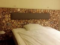 for-rest-holzpaneele-sticks-mini-hotelzimmer (1).jpg