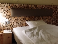 for-rest-holzpaneele-sticks-mini-hotelzimmer (2).jpg