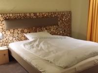 for-rest-holzpaneele-sticks-mini-hotelzimmer (3).jpg