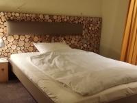 for-rest-holzpaneele-sticks-mini-hotelzimmer (4).jpg