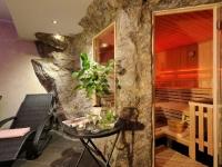 kunstfelsen-hotels-ferienparadies-alpengluehn-1