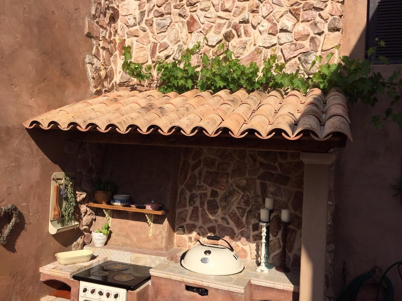 mediterrane m nch nonne ziegel als mauerabdeckung. Black Bedroom Furniture Sets. Home Design Ideas