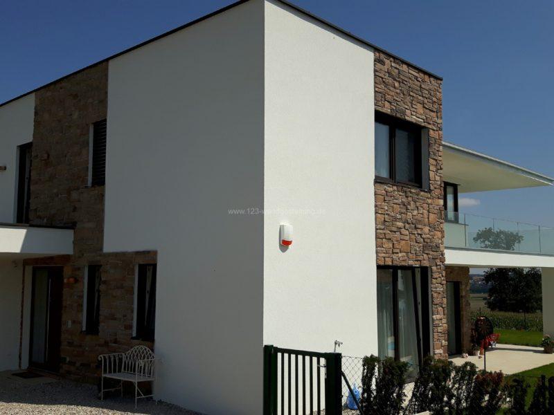 Mediterrane Hausfassade in der Nähe von Linz
