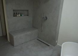 Wandgestaltung in Betonoptik im Badezimmer mit Farbputzen von TrendZement