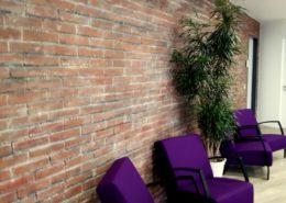 Rustikale Ziegel Steinwand im Büro in Hamburg